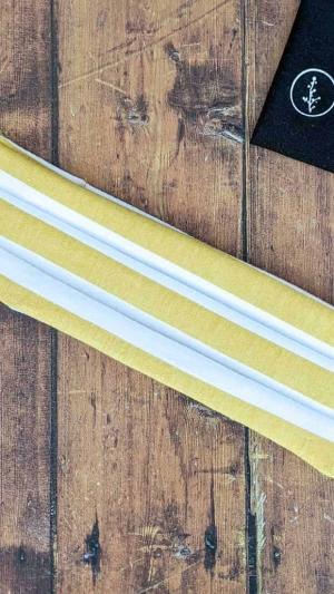 Mascarilla reutilizable algodon organico rayas mostaza y blancas