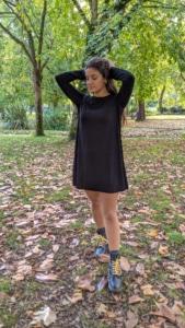 moda-sostenible-vestido-evase-negro-bambu