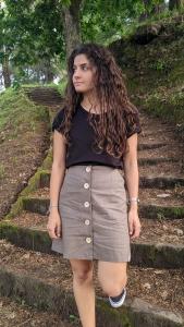 Falda abotonada lino escaleras