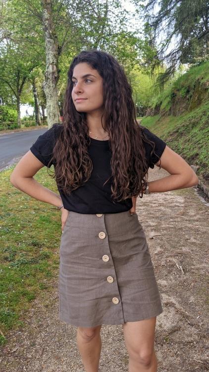 Falda boton lino lado